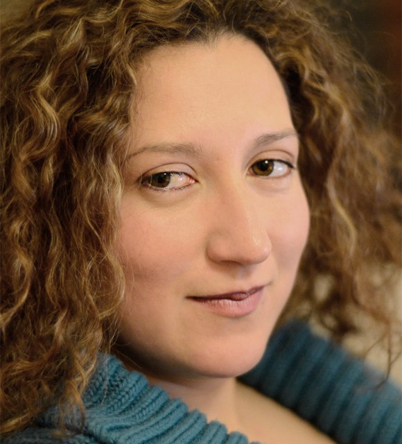 Creuem El Pont dels Espills amb… Beatriz Giovanna Ramírez: Desnuda junto al mar