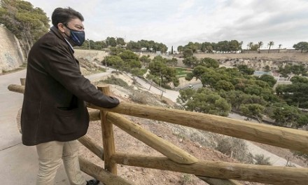 El Ayuntamiento abre las nuevas sendas accesibles en el Monte Tossal y pone a disposición de los alicantinos cinco hectáreas de zonas verdes en pleno centro de la ciudad
