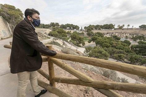 L'Ajuntament obri les noves sendes accessibles en la Muntanya Tossal i posa a la disposició dels alacantins cinc hectàrees de zones verdes en ple centre de la ciutat