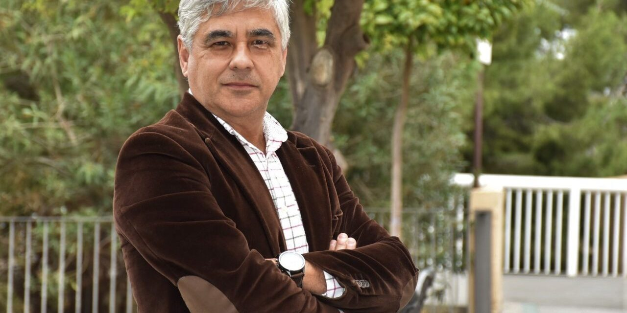 La UNED nomena director del centre universitari d'Elx al periodista i gestor cultural Paco Escudero
