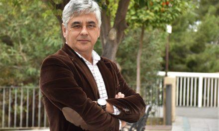 La UNED nombra director del centro universitario de Elche al periodista y gestor cultural Paco Escudero