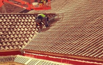 El Ayuntamiento soluciona desperfectos de la cubierta del Teatro Chapí de Villena y sustituye las luminarias de su fachada