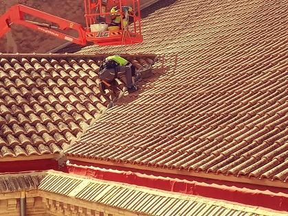 L'Ajuntament soluciona desperfectes de la coberta del Teatre Chapí de Villena i substitueix les lluminàries de la seua façana