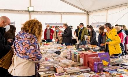 Todas las expectativas superadas: la 5a Plaça del Llibre de Alicante recibe una afluencia de público masiva