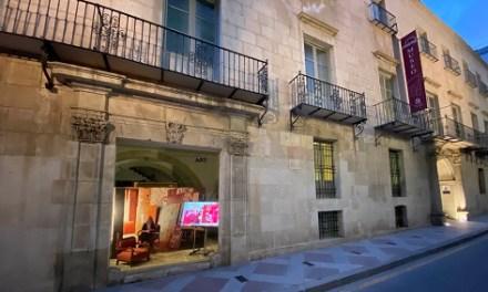 María Chana inaugura el nuevo 'escaparate' del MUBAG que saca a la calle la obra de artistas contemporáneos