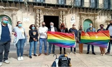Alicante Entiende LGTBl y Entendemos LGTBl impulsan un acto de repulsa contra la violencia LGTBlfóbica