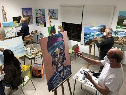 Este viernes el grupo de adultos de l'Escola d'Art de Finestrat inaugura su exposición de pinturas en el Museo