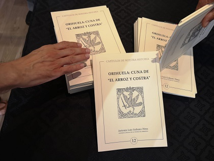 Turismo presenta el libro documentado 'Orihuela: Cuna de El Arroz y Costra' escrito por el Cronista de la Ciudad, Antonio L. Galiano