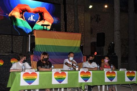 Esplèndida tard-nit de festa per a commemorar la diversitat al Pinós