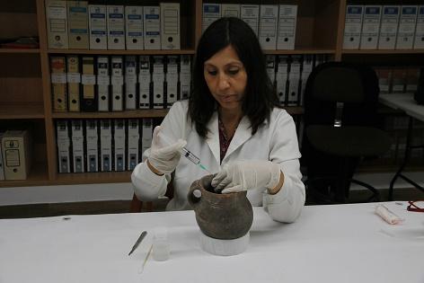 El Museo Arqueológico de Alcoy culmina la restauración del Vas de l'Orant