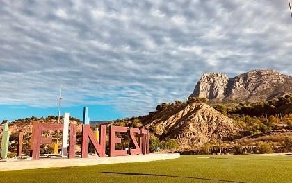 Finestrat modificará el nombre de varias calles para rendir tributo a mujeres relevantes de la cultura valenciana