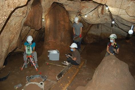 Las excavaciones de Cova del Randero concluyen con nuevos hallazgos sobre el asentamiento de grupos de cazadores recolectores