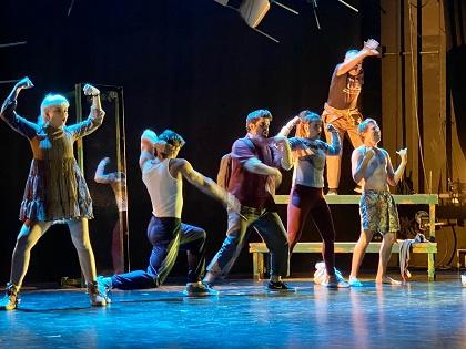 """El Aula de teatro de la Universidad de Alicante se gana al público campellero con """"Un bonito cadáver"""""""