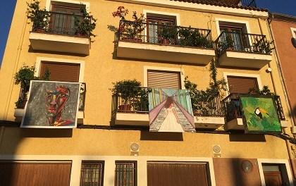 """Petrer omplirà de llenços el centre històric en la tercera edició de """"Art al balcó"""""""