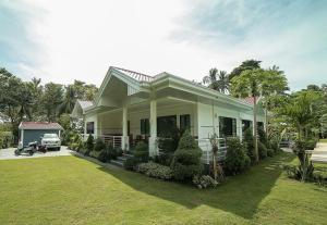 The bohol white house bed and breakfast, lila, philippines!