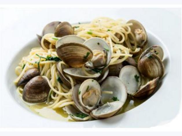 Authentic Spaghetti Vongole with Fresh Littleneck Clams