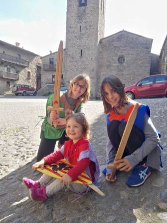motxilla blanca santa pau amb nens