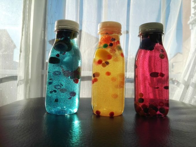como hacer botellas sensoriales