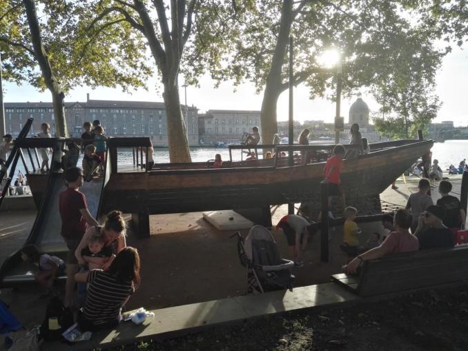 toulouse quai daurade barco pirata