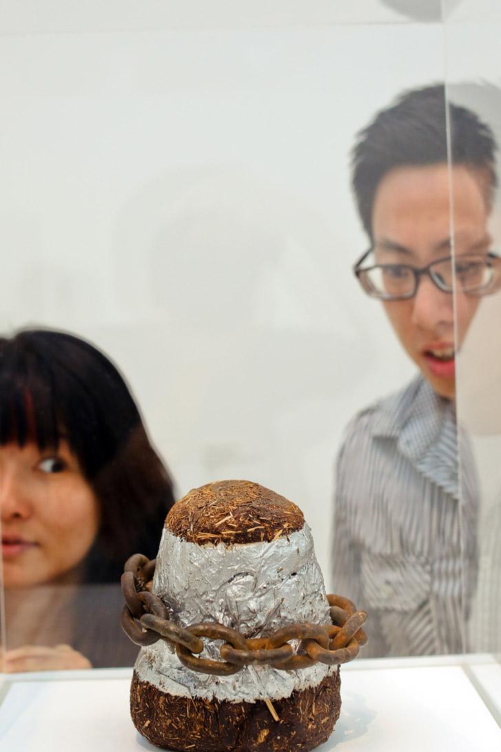 LA Museum | LA CMA Modern Art | Elephant Dung with Chain David Hammons
