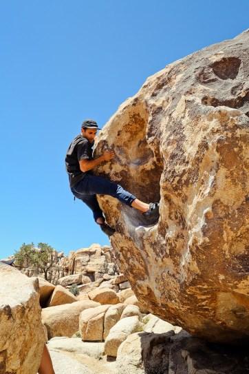 V0 Dino's Egg Joshua Tree Bouldering // localadventurer.com