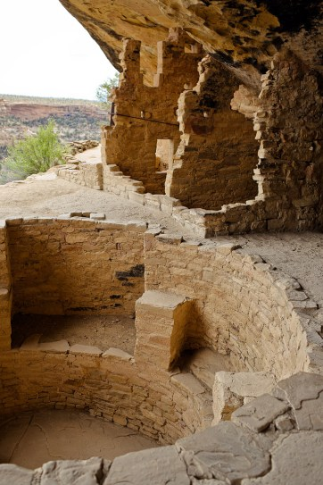 Balcony House Mesa Verde Tour where you can walk in the footsteps of Ancestral Puebloans - UNESCO World Heritage Site // localadventurer.com