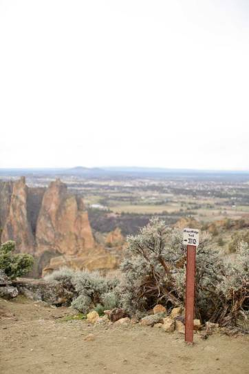 Misery Ridge Smith Rock Hike - iconic hike in the park offers scenic views of Crooked River and Monkey Face. Check out detailed info on the hike here // localadventurer.com