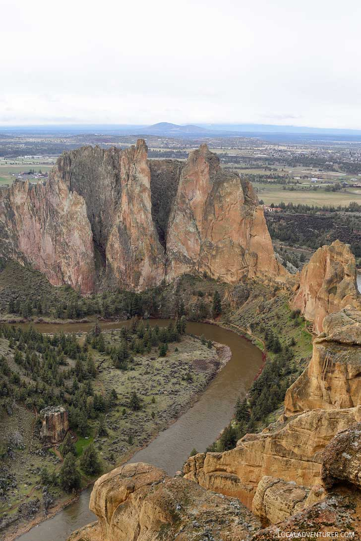 Misery Ridge Trail Loop Smith Rock State Park Oregon - Smith Rock in Oregon is a great place to go rock climbing. It's the birthplace of sport climbing in the US, but also offers great Oregon Hikes. See the ultimate guide to the park here // localadventurer.com