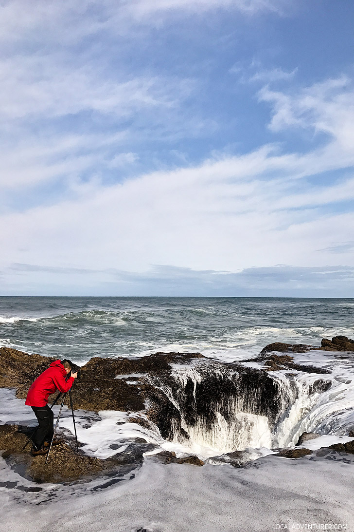 Thor's Well + Essential Tips for Your Visit to Cape Perpetua Scenic Area on the Oregon Coast // localadventurer.com