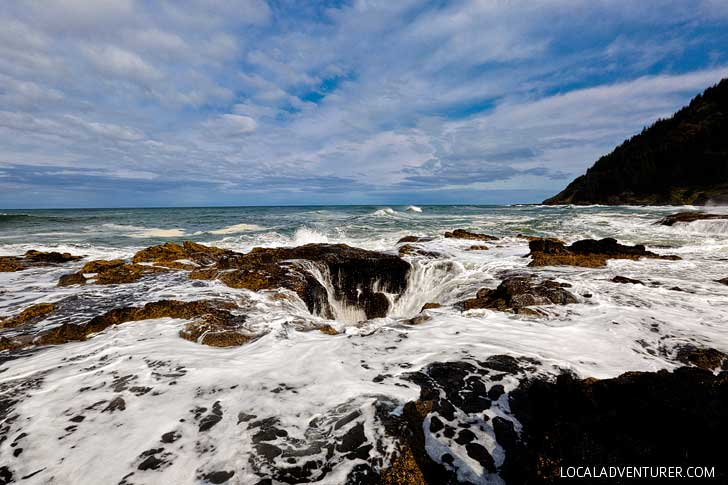 Thor's Well Oregon Coast + How to Get There and When to Visit Cape Perpetua Scenic Area // localadventurer.com