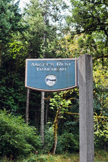 Angels Rest Trailhead, Columbia River Gorge, Oregon // localadventurer.com