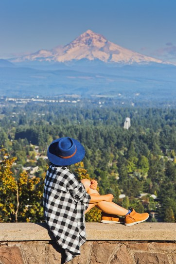 Joseph Wood Hill Park at Rocky Butte Park + 13 Amazing Viewpoints in Portland Oregon // localadventurer.com