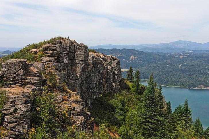 Angel's Rest Oregon, Columbia River Gorge Hikes // localadventurer.com
