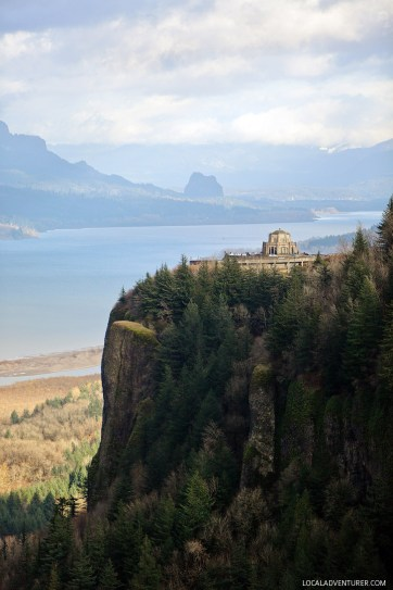 Crown Point Vista House + How to Find the Best Views in Portland Oregon // localadventurer.com
