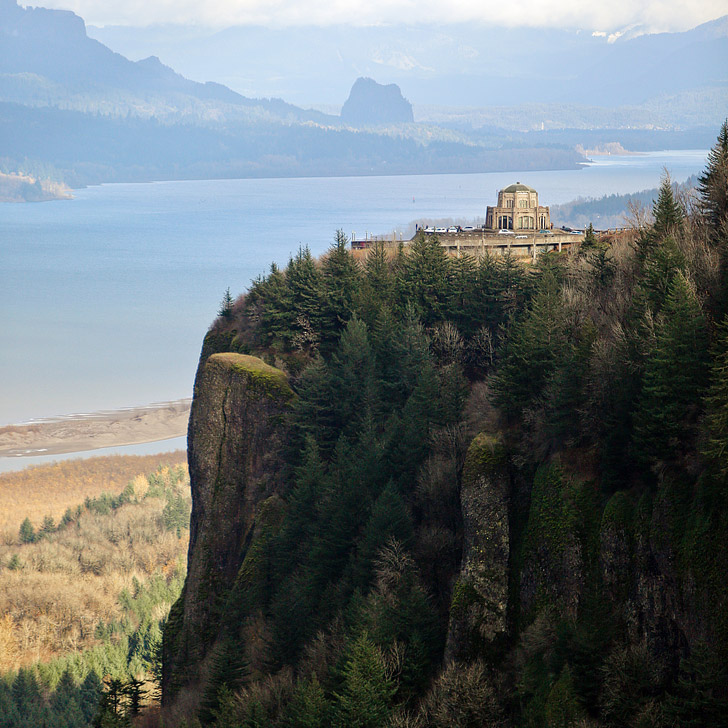 Vista House at Crown Point State Scenic Corridor + How to Find the Best Views in Portland Oregon // localadventurer.com