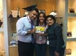 Luciano Perrin (gerente operacional filial Goiânia), Luciele dos Santos (contemplada Goiânia) e Daniela Neves (RH)