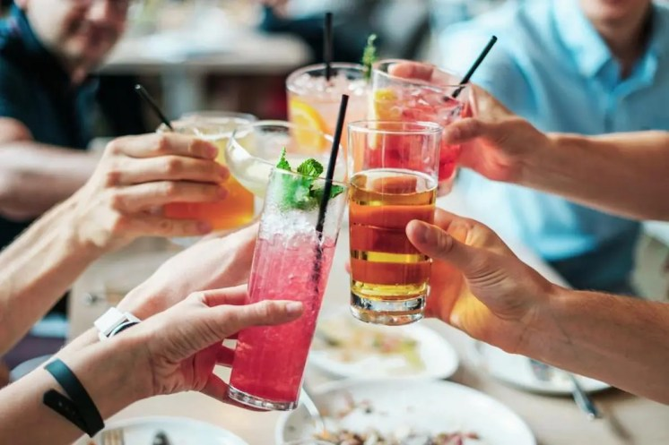 Happy Hour Cocktails fresh-cool-cheers-with-friends_925x
