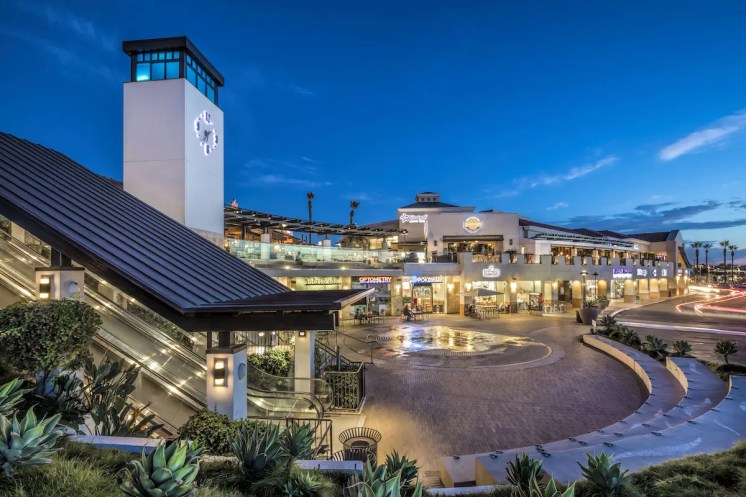 "70ebf28f8ea ""Holiday weekends are always fun and energetic at Del Mar Highlands Town  Center"