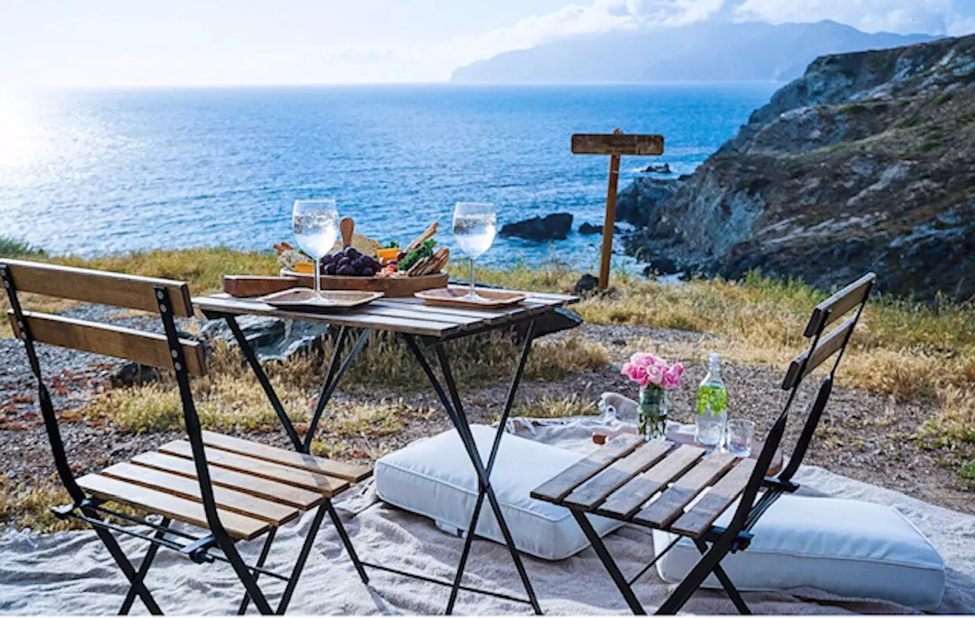 Catalina_Cliffside_happy_hour- Credit Cafe Metropole