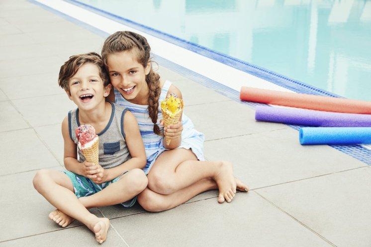 Loews Santa Monica Beach Hotel_LSMB_76386130_Kids_With_Ice_Cream_3750x2500_72dpi
