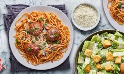 italian pasta with spaghetti and meatballs