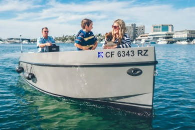 Lido Electric Boat_154_Lido-Marina-Newport-beach-Electric-Boat Rental-family-lifestyle-photoshoot_01786