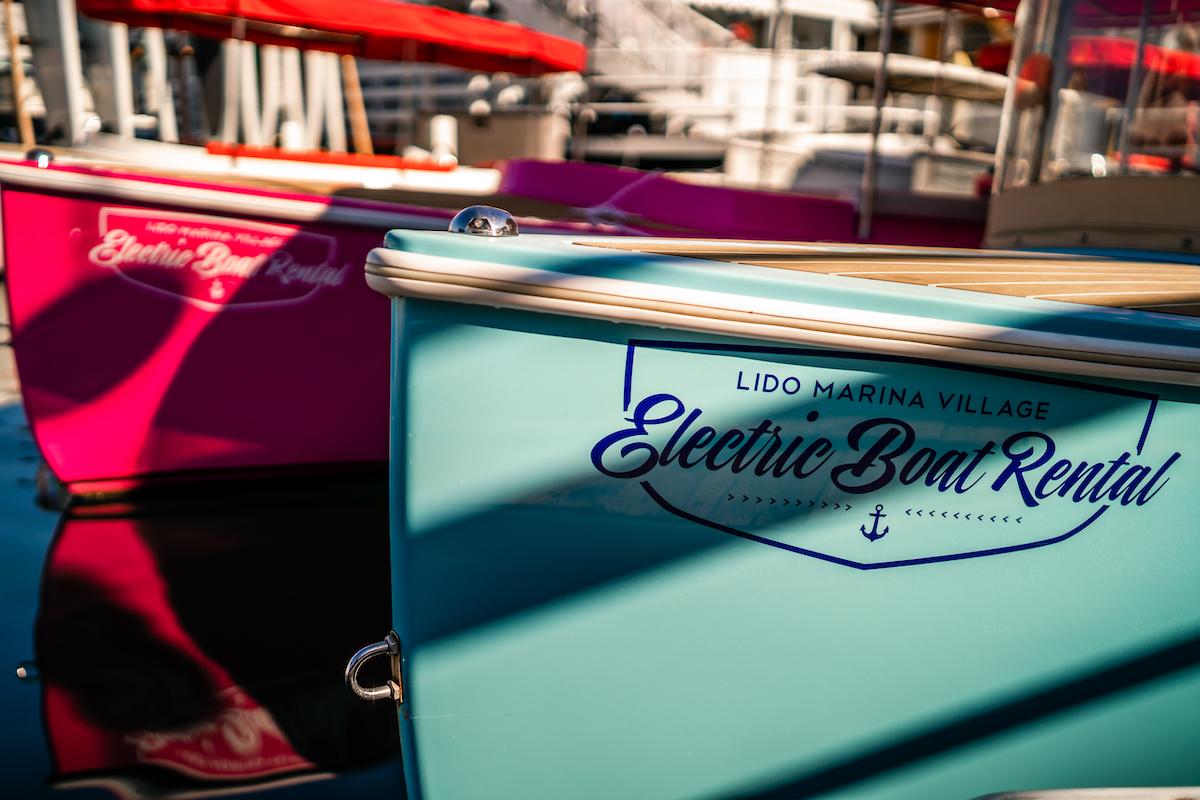 Lido Electric Boat_29_girls-of-newport-beach-lido-marina-lifestyle_Joseph-Barber-Photography_03319