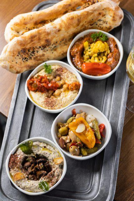 Mazza_Housemade Trio of Dips with fresh baked Tandoori-min
