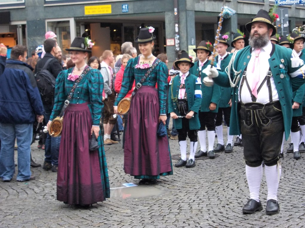 Oktoberfest parade hofbrauhaus