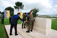 Cirielli al cimitero militare degli inglesi di Montecorvino Pugliano