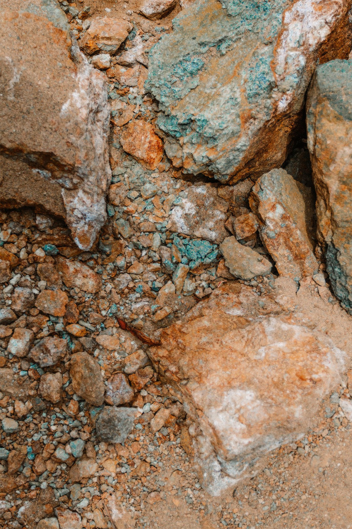 Up close shot of rocks | as seen on the Local Love and Wanderlust Blog