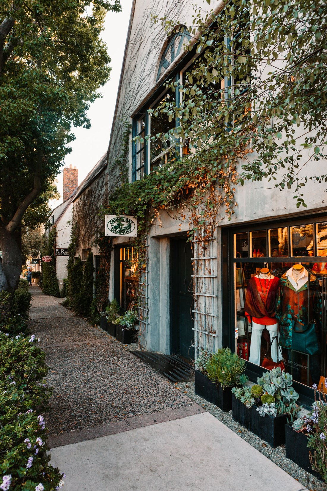 Quaint, vine covered shops in Carmel-by-the-Sea, California | as seen on the Local Love and Wanderlust Blog