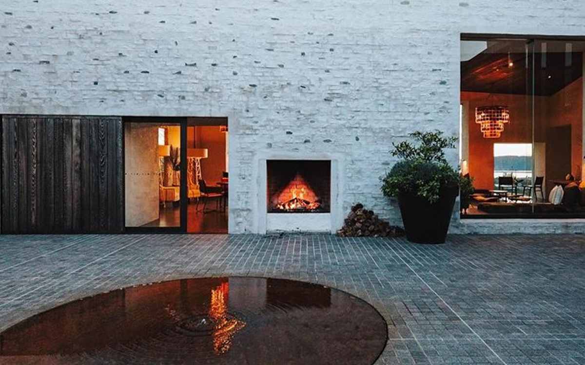 Outdoor Fireplace at Kinloch Manor