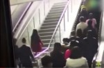 Crowded escalator in China shopping mall abruptly changes direction - 1